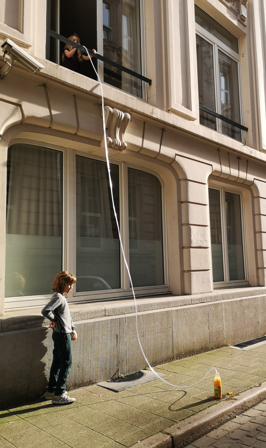 Physics Experiments: A 6 meter long straw | antwerpenhomeschooling
